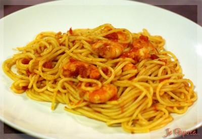 Spaghetti all'arrabbiata aux crevettes