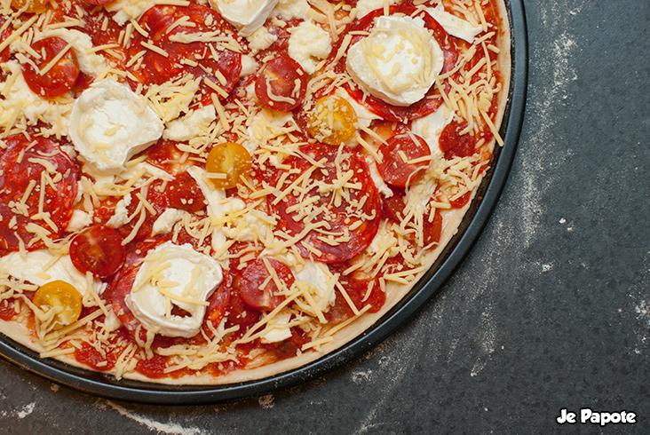 pizza maison recette de pizza chorizo ch vre. Black Bedroom Furniture Sets. Home Design Ideas