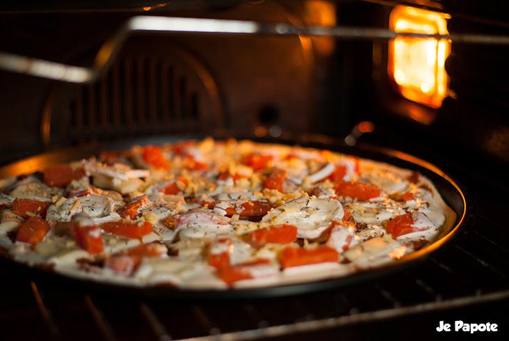 Pizza au saumon avant cuisson