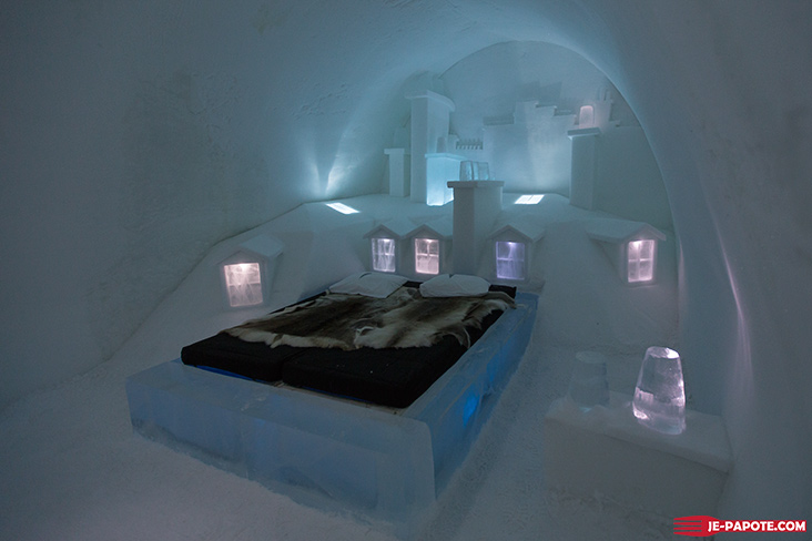 Art Suite Up There Ice Hotel