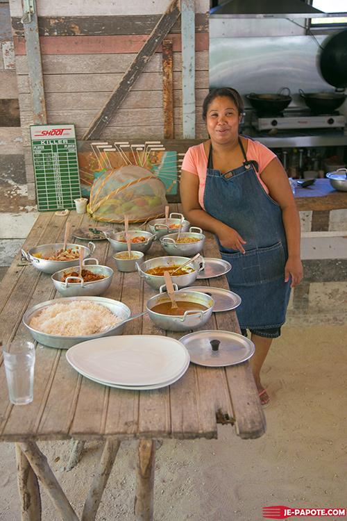 Buffet créole chez Otentic Eco Tent