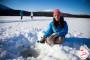 Pêche sous la glace : Qui attrapera le plus gros poisson ?