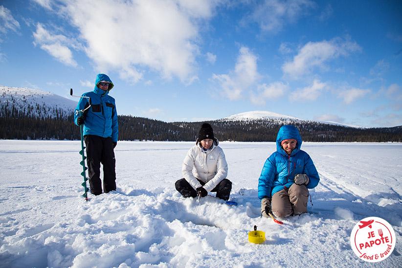 Peche sous la glace en Finlande