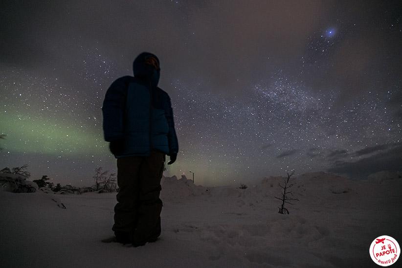 Attendre les aurores boréales