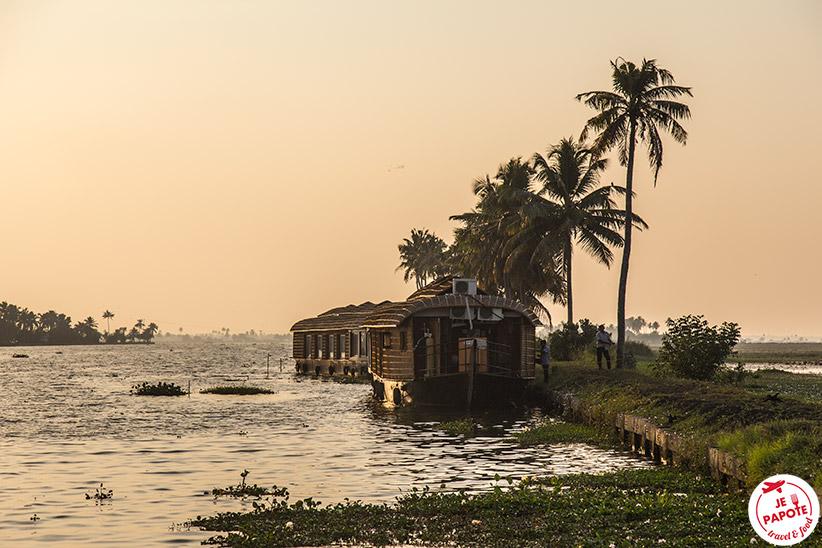 nuit-houseboat-kerala