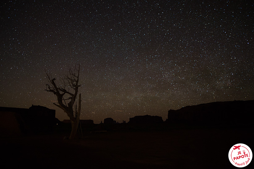 monument valley la nuit