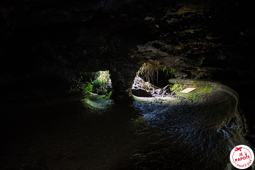 Spéléo tunnel de lave
