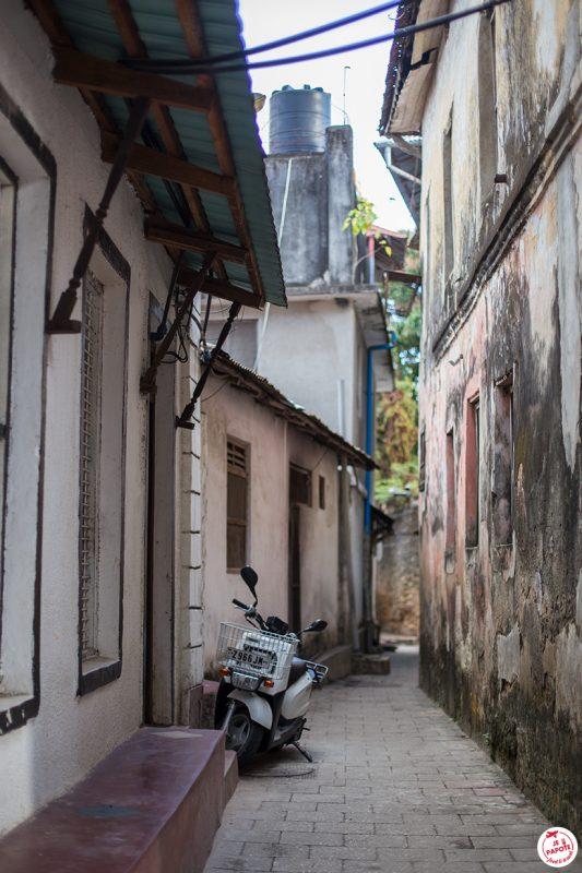 ruelle stone town